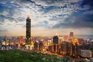 Taipei, Taiwan kvällshorisont. foto