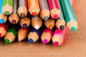 färgade pennor. foto