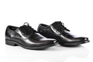 mans skor isolerad på vit bakgrund. manligt mode med sho foto