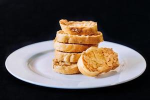 bitar av bröd foto