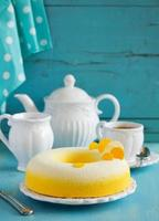 """elegant tårta """"exotisk"""" med kokos, passionsfrukt, mango och bananer, foto"""