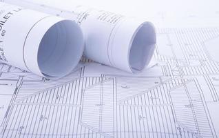 arkitekten rullar och planerar foto