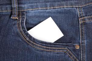 klistermärke i pocket jeans foto