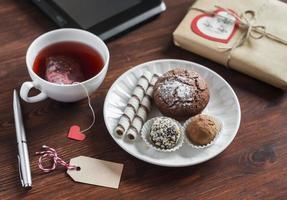 godis - kaka, kakor och godis, hemlagad valentin daggåva foto