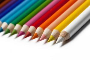 mångfärgade pennor foto