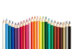 färgpennor i ordna i färghjulsfärger foto