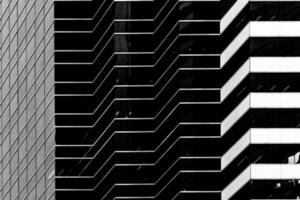 moderna kommersiella arkitekturer b & w foto