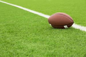 fotbollsplan med boll foto