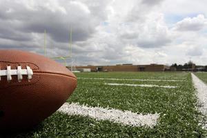 amerikansk fotboll med målposter utöver foto