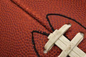 närbild av fotbollsstruktur med snören foto