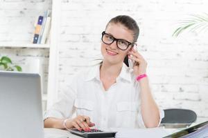 ung kvinna telefon