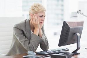 deprimerad affärskvinna foto