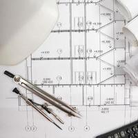 arkitektoniskt projekt, ritningar. ingenjörsverktyg foto