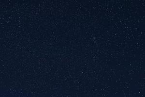 vackra stjärnor, natthimlen med stjärnor med konstellationer foto