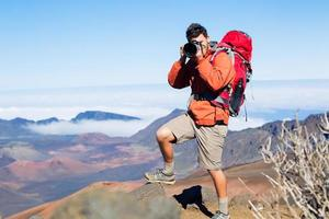 naturfotograf som tar bilder utomhus foto