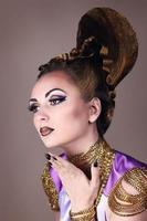 porträtt av vacker kvinna i egyptisk stil foto