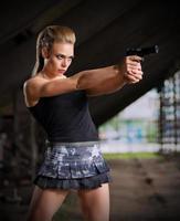 kvinna i uniform med pistol (normal version) foto