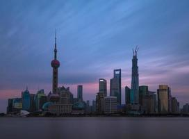 shanghai horisont vid solnedgången foto