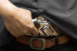 halvautomatisk pistol isolerad på vit bakgrund foto