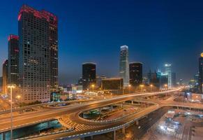 skymning urban skyline av Peking, huvudstaden i Kina foto