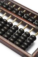 gamla abacus gamla klassiska närbild isolerad på vit bakgrund foto