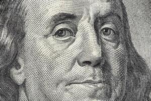 benjamin franklins ansikte på us 100 dollar-räkningen foto