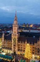 julmarknad på marienplatz i München foto