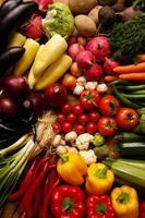 hälsosamma organiska grönsaker på en träbakgrund