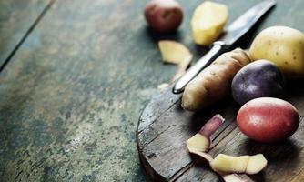 rå potatis foto
