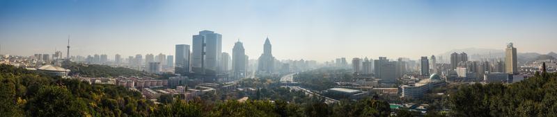 utsikt över den stora moderna staden foto