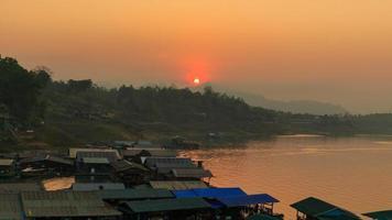 thailändsk husbåt foto