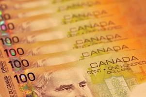 kanadensiska 100 dollar räkningar foto