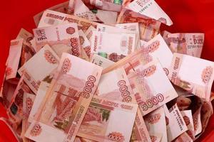 närbild av ryska sedlar. fem tusen rubelnoter foto
