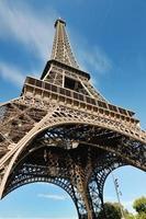 eiffeltorn i paris på dagen foto
