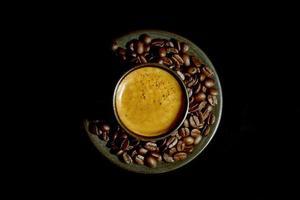 kaffe och kaffebönor foto