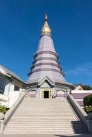 pagoda (noppha methanidon-noppha phon phum siri stupa) i ett int foto
