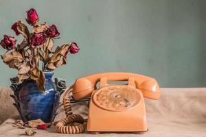 telefon med vintage bilder. foto