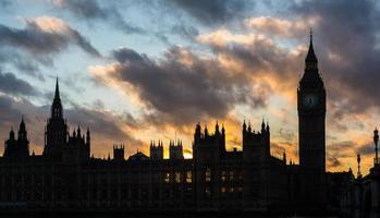 Westminster Palace och Big Ben i London vid solnedgången foto