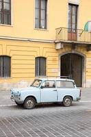 gammal bil i budapest foto