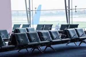 väntarområde på flygplatsen foto