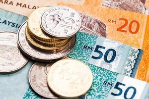 närbild av malaysia ringgit valuta sedlar och mynt foto
