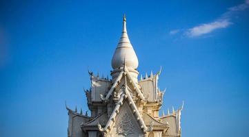 det vita thailändska templet foto