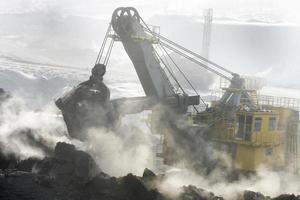 gruvgrävare på jobbet foto