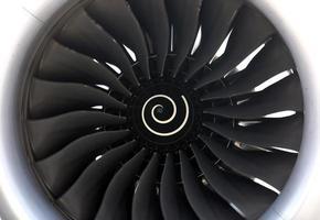 närbild jetmotor foto