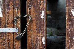 trasig dörr foto