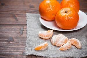 mandariner på träbord