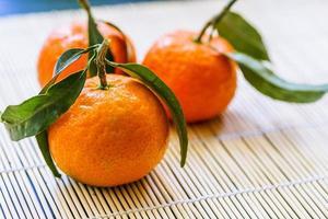 makro av mandariner med blad