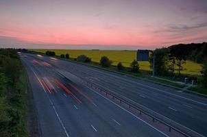 motorväg på natten foto