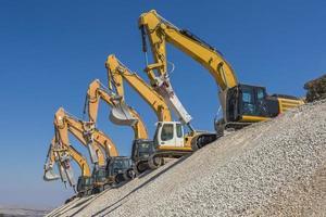 spektakulär grupp grävmaskiner foto