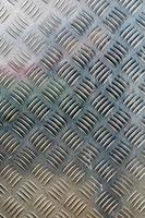 metall diamantplatta i silverfärgad bakgrund foto